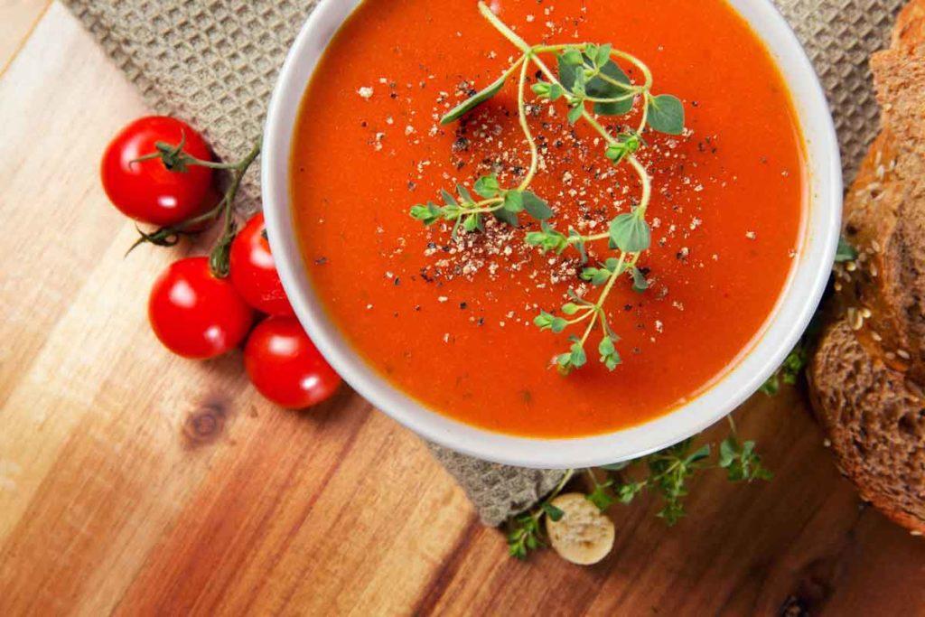 Sopa fría de tomate y pimiento rojo
